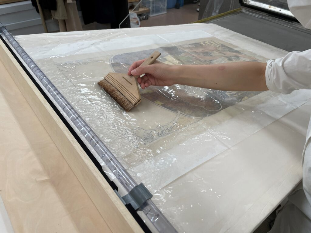 洋紙作品の洗浄「傾斜型流水式洗浄装置」(※公開特許公報(A)特開2020-81926)による洋紙の洗浄処置